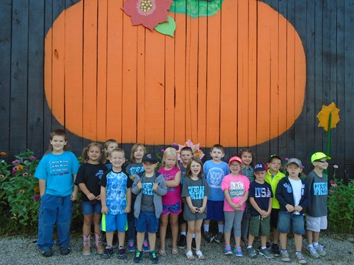 Mrs Howe S Kindergarten Cl Visits The White Oak Pumpkin Patch