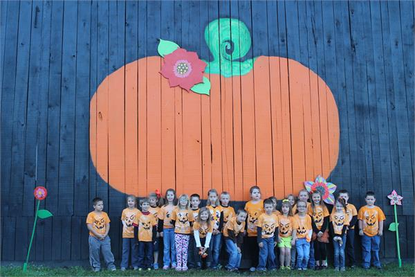 NME First Graders Attend the White Oak Pumpkin Patch.